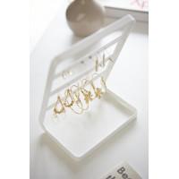 Stojanček na náušnice Yamazaki Tower Earring Stand, biely