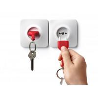 Nástenný držiak s kľúčenkou Qualy UnPlug, červená kľúčenka