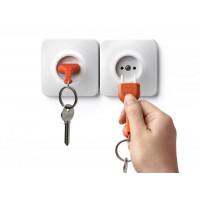 Nástenný držiak s kľúčenkou Qualy UnPlug, oranžová kľúčenka